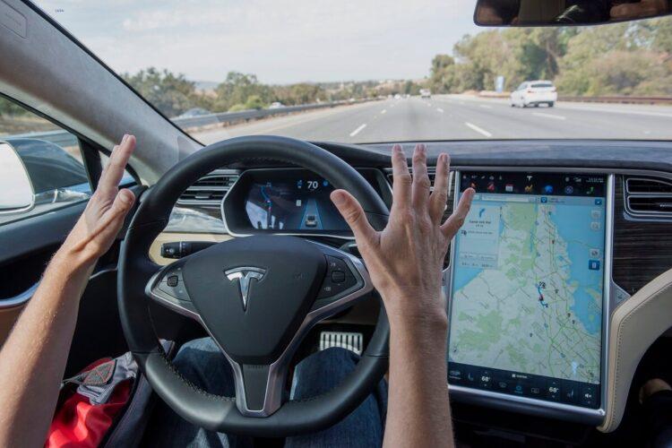 Xe không người lái - sản phẩm của công nghệ AI với bộ nhớ hạn chế
